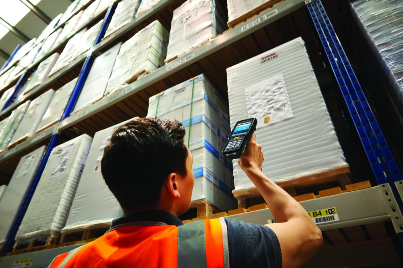 Barcode scanning in a warehouse with TracerPlus